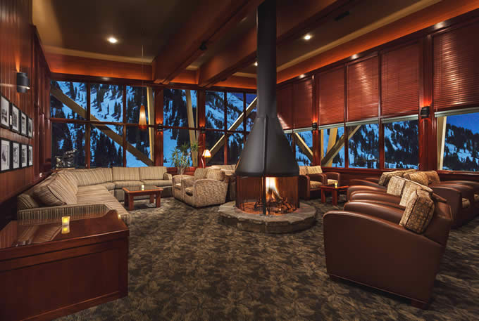 Eagle's Nest Lounge with Unsurpassed Views | Alta's Rustler Lodge